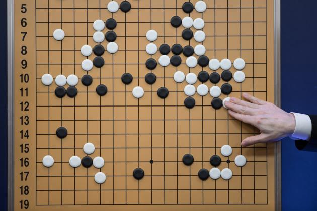 Comment l'IA de DeepMind est devenue invincible au jeu de Go en 40 jours | 01net
