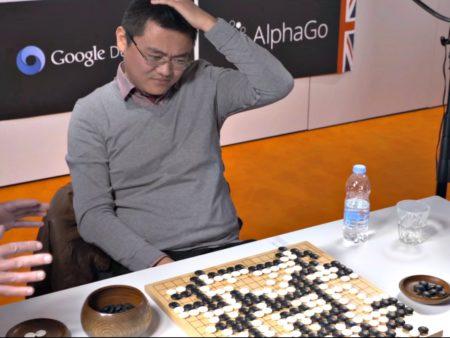 """Fan Hui dans """"AlphaGo"""". Capture d'écran """"AlphaGo"""" (2017)"""