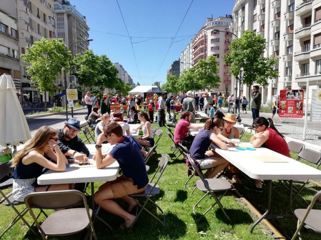 En plein centre de Grenoble : la Fête des Tuiles - Club de go de Grenoble